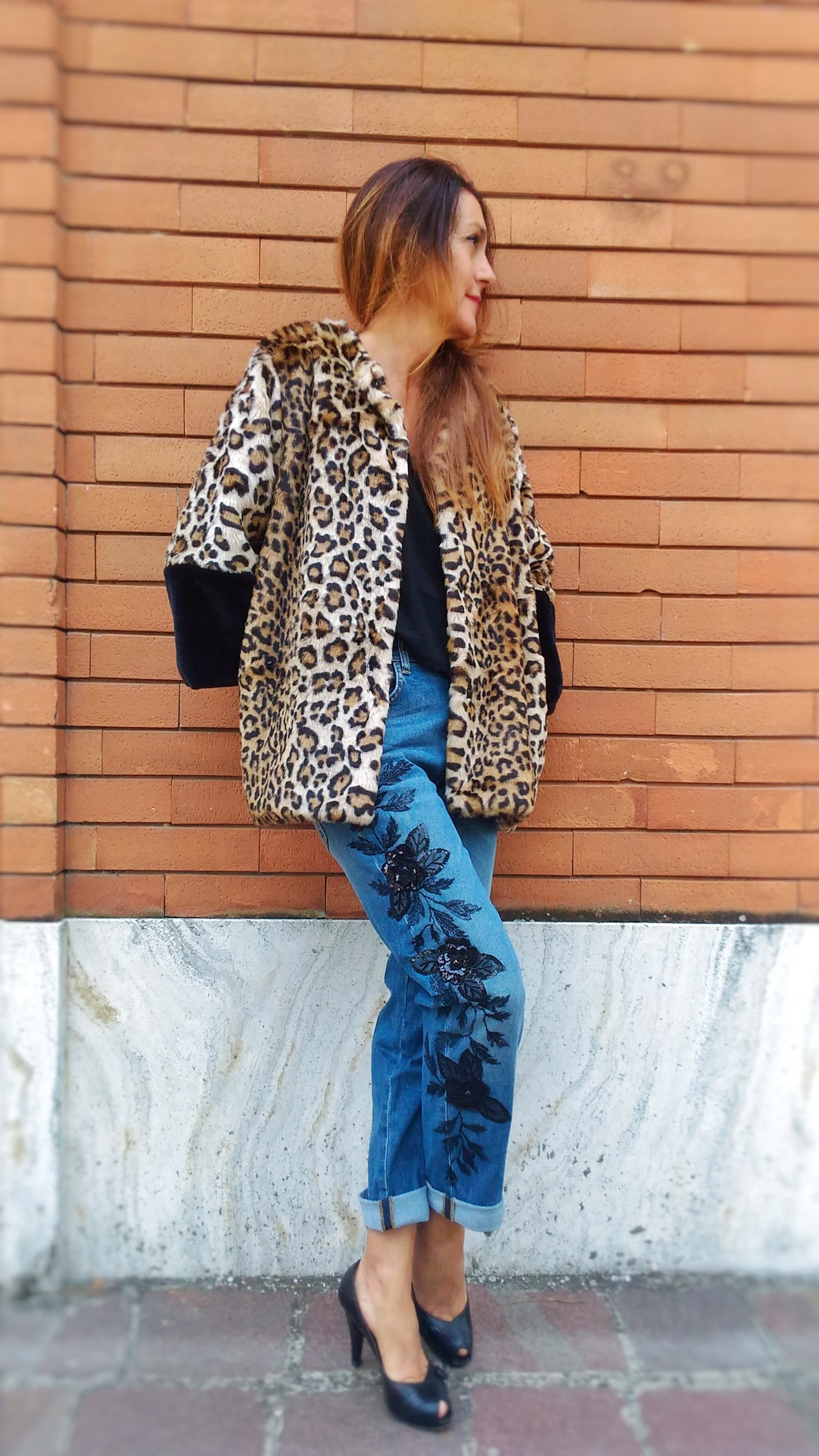 Jeans donna Kaos modello boy ricamo nero