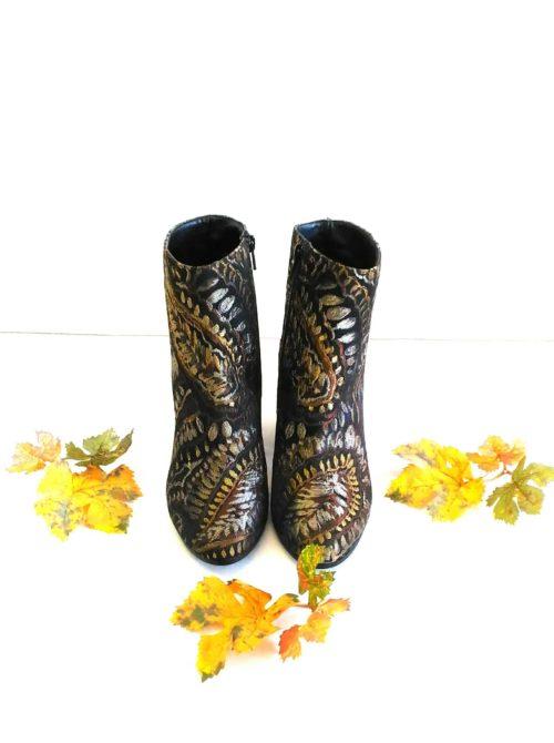 scarpa donna tronchetto ricamato con tacco 2