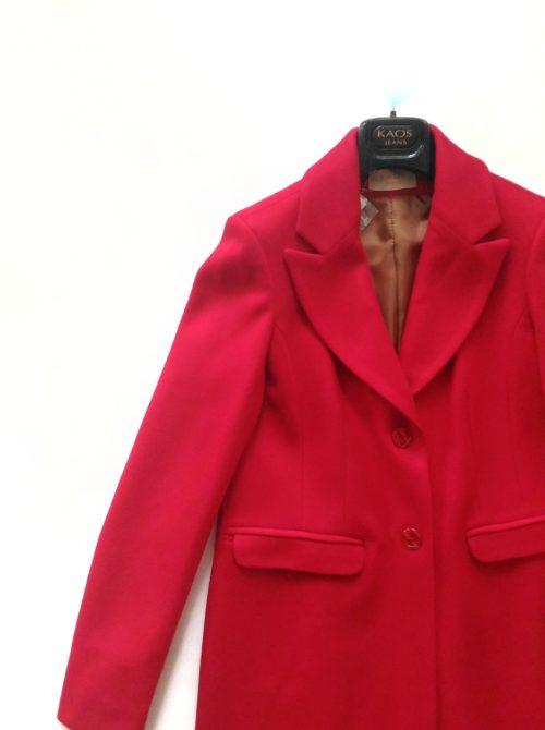 dettaglio cappotto rosso