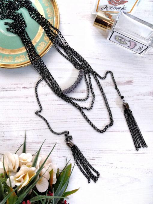Collana lunga multifilo e pendenti nappina catena nero