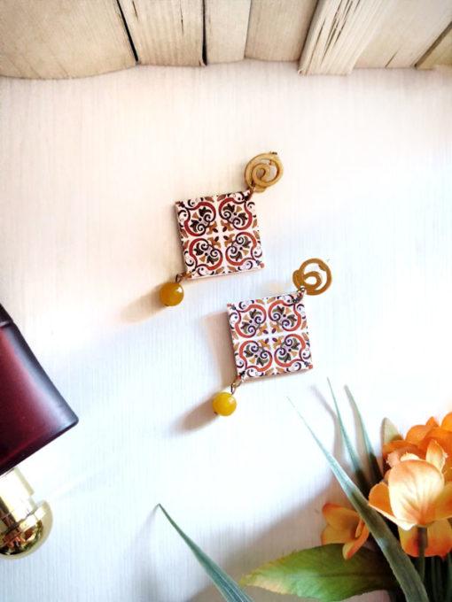 Orecchini in carta giapponese giallo-arancio perno oro