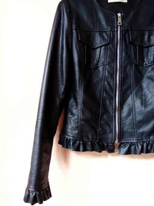 Giacchino donna Kaos ecopelle nero con zip e rouches dettaglio fondo