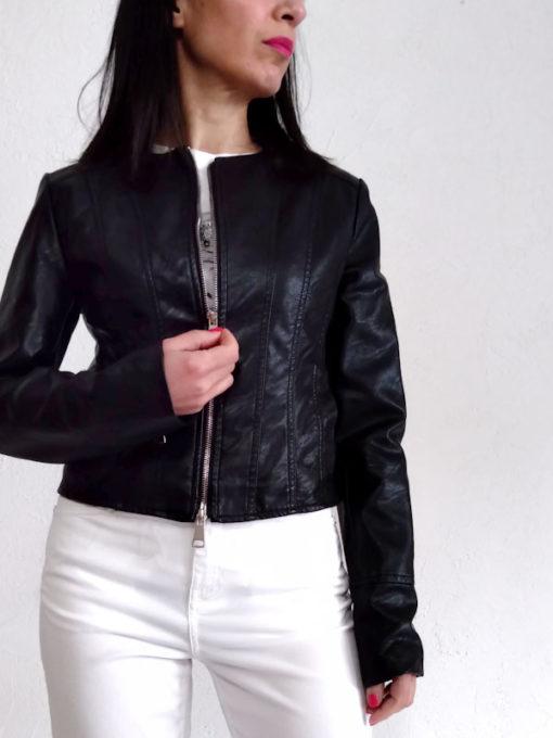 Giacchino donna collezione Kaos ecopelle nero zip girocollo corto in vita
