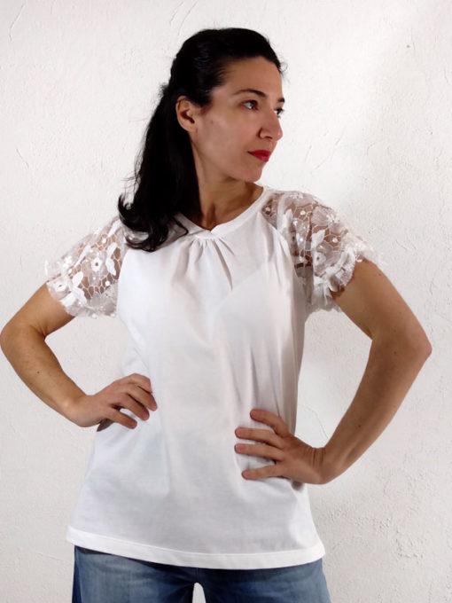 T-shirt donna Kaos cotone bianca con ricamo lunghezza media girocollo