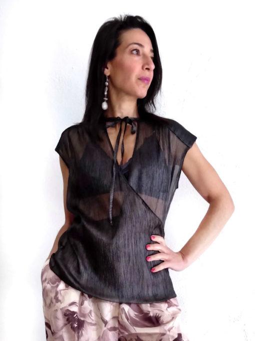 Top donna Kaos spalla larga incrocio trasparente lunghezza media