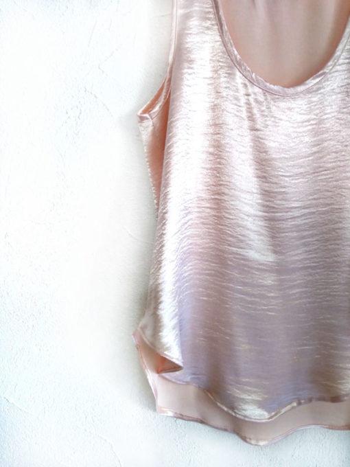 Top donna collezione Kaos spalla larga cangiante rosa dettaglio fondo stondato girocollo