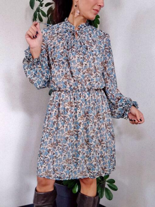 dettaglio abito donna corto collezione Kaos fantasia fiori colore azzurro elastico in vita