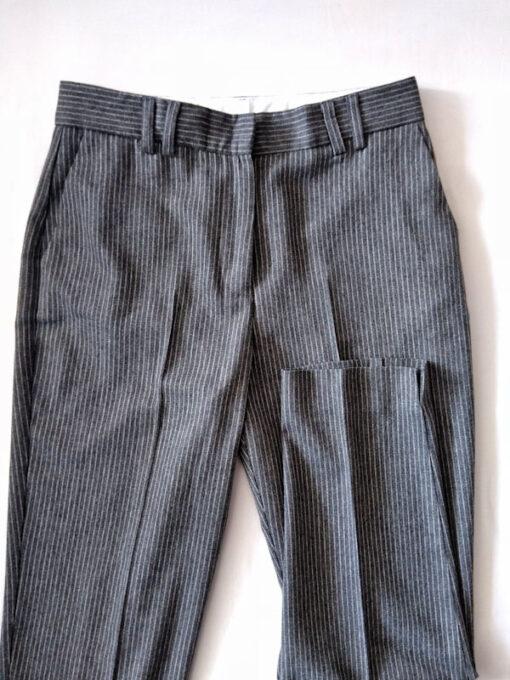 dettaglio pantalone donna grigio gessato collezione Kaos riga bianca