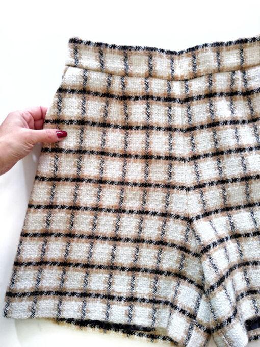 Shorts in tweed Kaos bianco e beige dettaglio