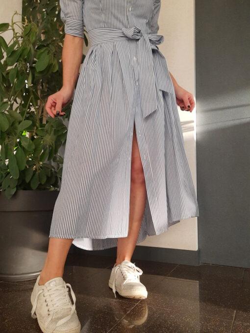 abito lungo Kaos a camicia a righe con cintura in tessuto azzurro e bianco