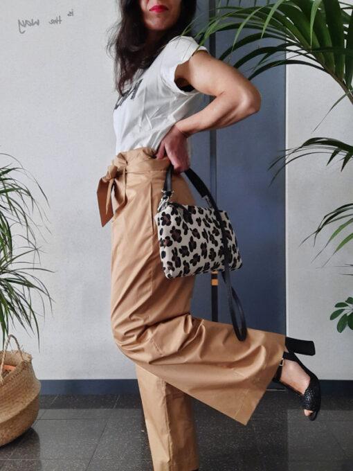 pantaloni donna Kaos in cotone gamba larga vita alta con pinces colore beige dettaglio gamba