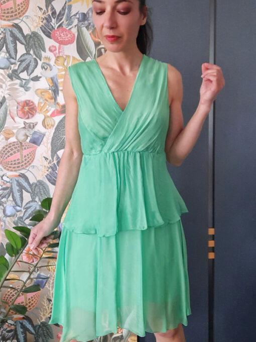abito donna Kaos in seta a balze e scollo a V colore verde spalla larga