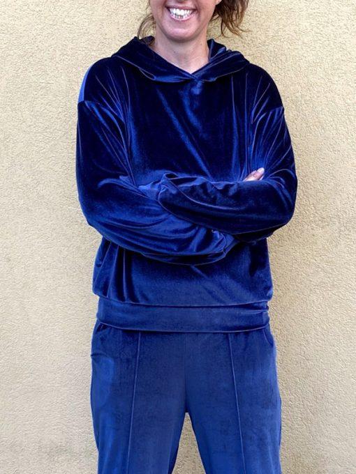 maglia in ciniglia Kaos blu modello felpa con cappuccio e polsini in fondo