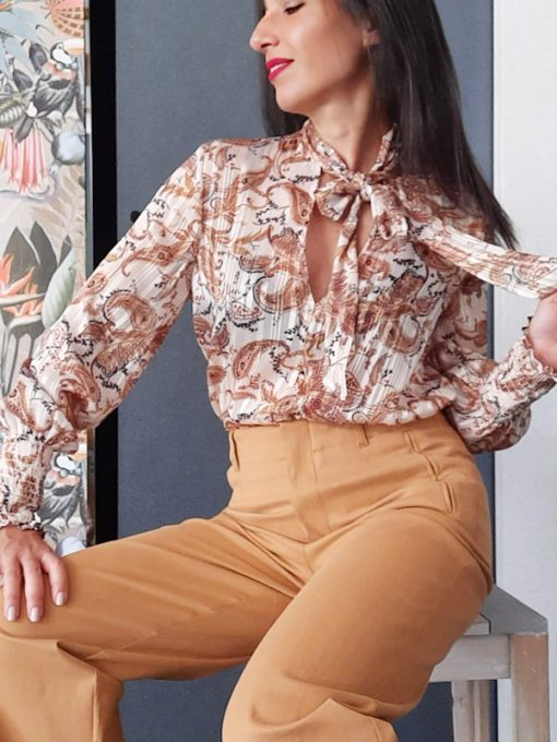 maglia in tessuto con fiocco collezione Kaos stampa cachemire
