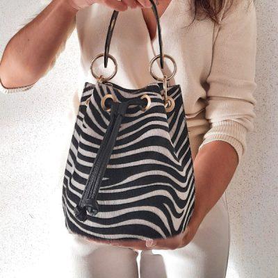 borsa secchiello vera pelle cavallino stampa animalier bianco e nero